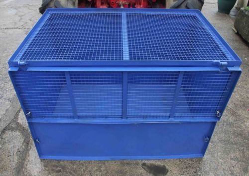 Animal Carrier/Transport Box with Lid